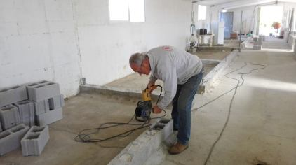 joe working kennel